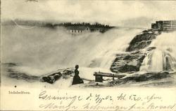 Vykort med motiv över Hammarforsen samt en vid sidan stående