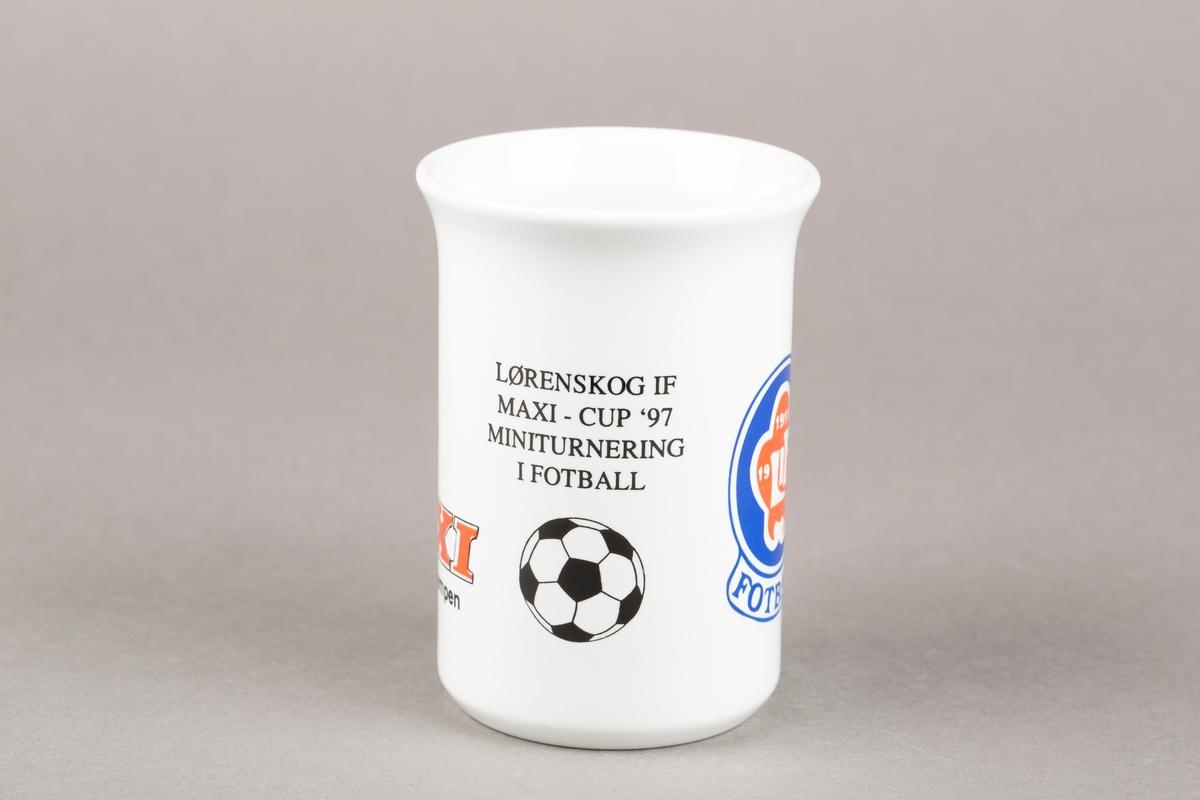 Krus med hank. Maxi- og LIF-logo. Tegning av en fotball.