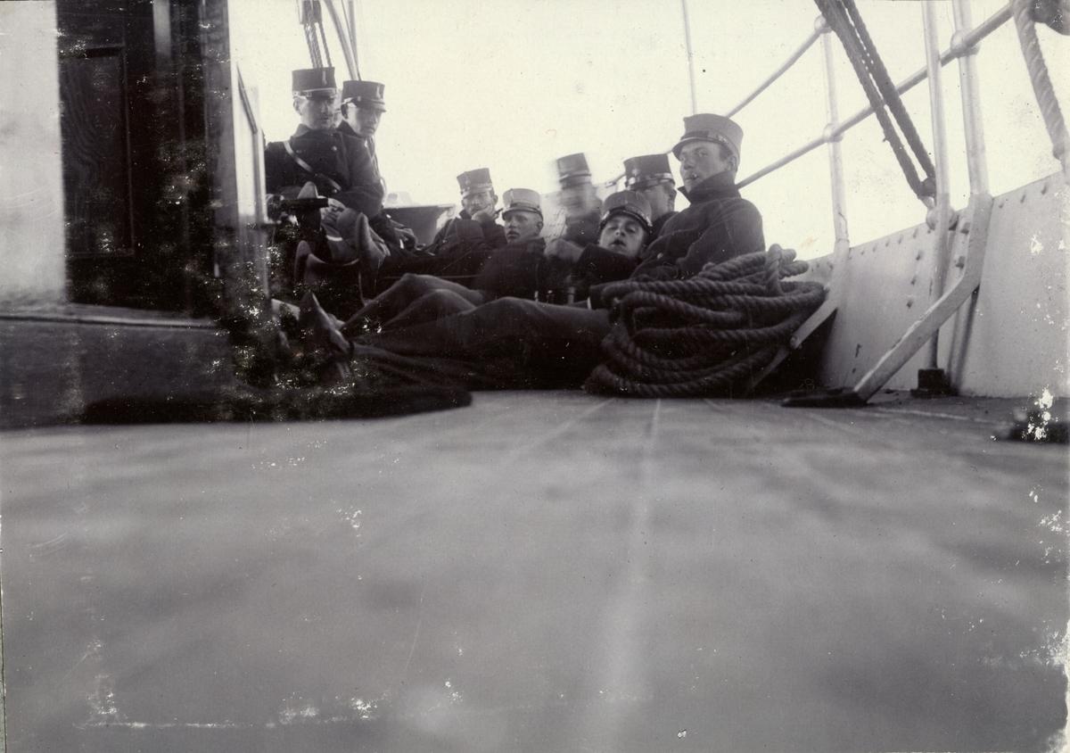 Soldater på båtresa på väg mot Läckö slott, Fortifikationen.