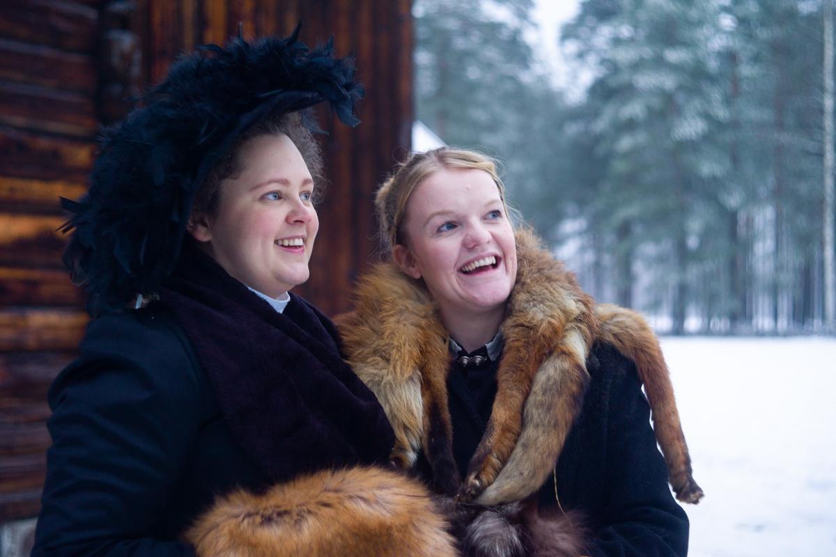 Husfrua med søster, Jul i stuene