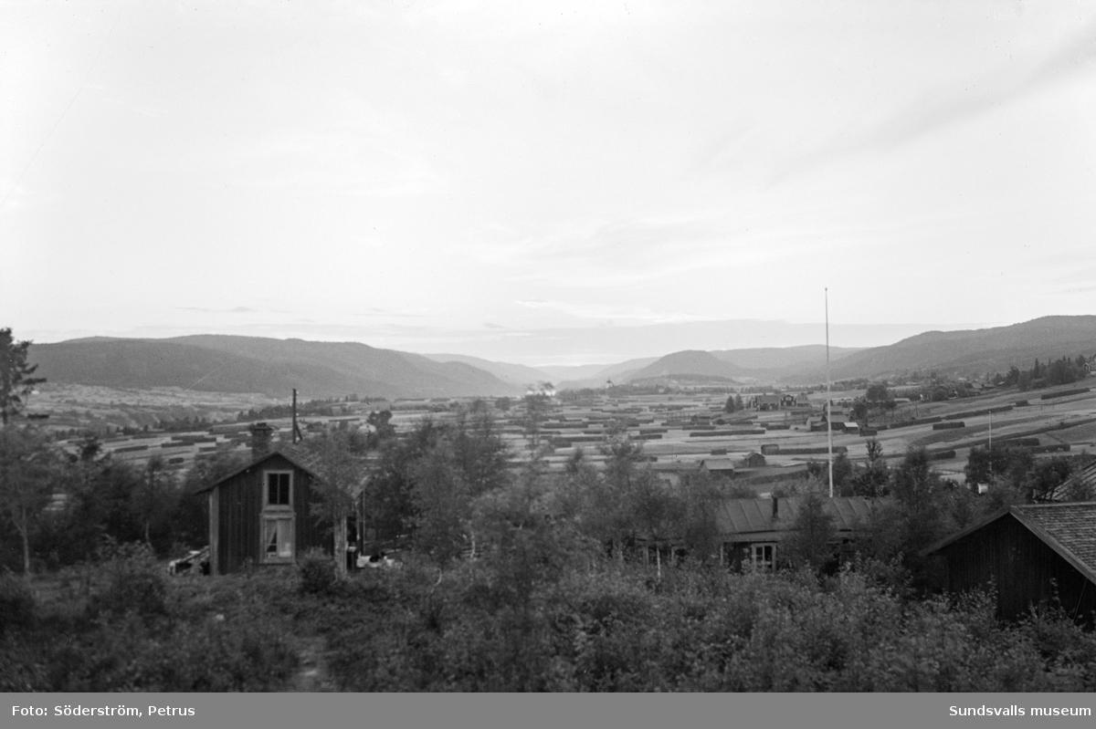Foto taget från berget i Kävsta, det s k Dahlgrens-berget, mot väster.
