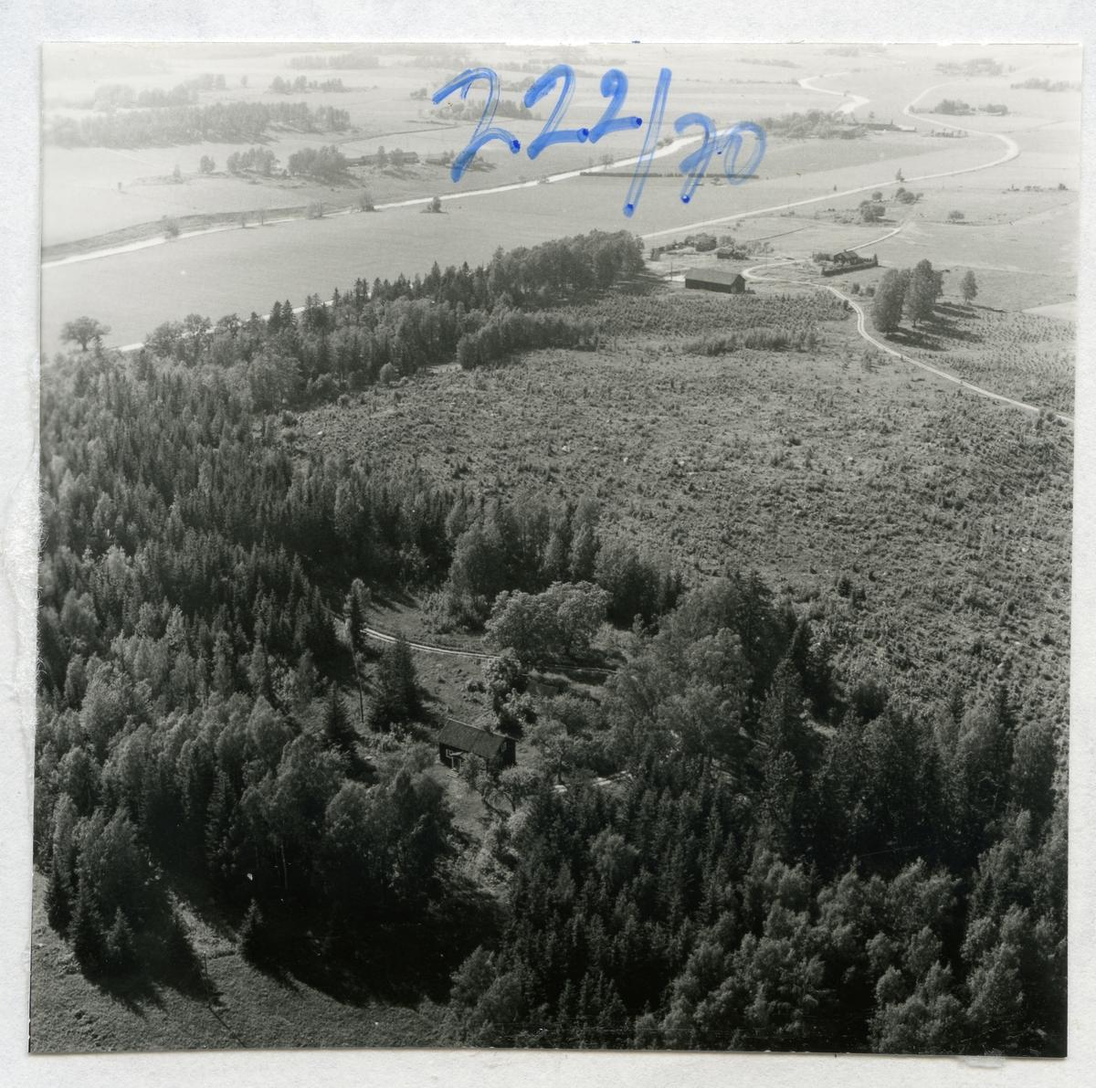 Skultuna sn, Västerås, Gillberga. Flygfoto över Gillberga, 1970.