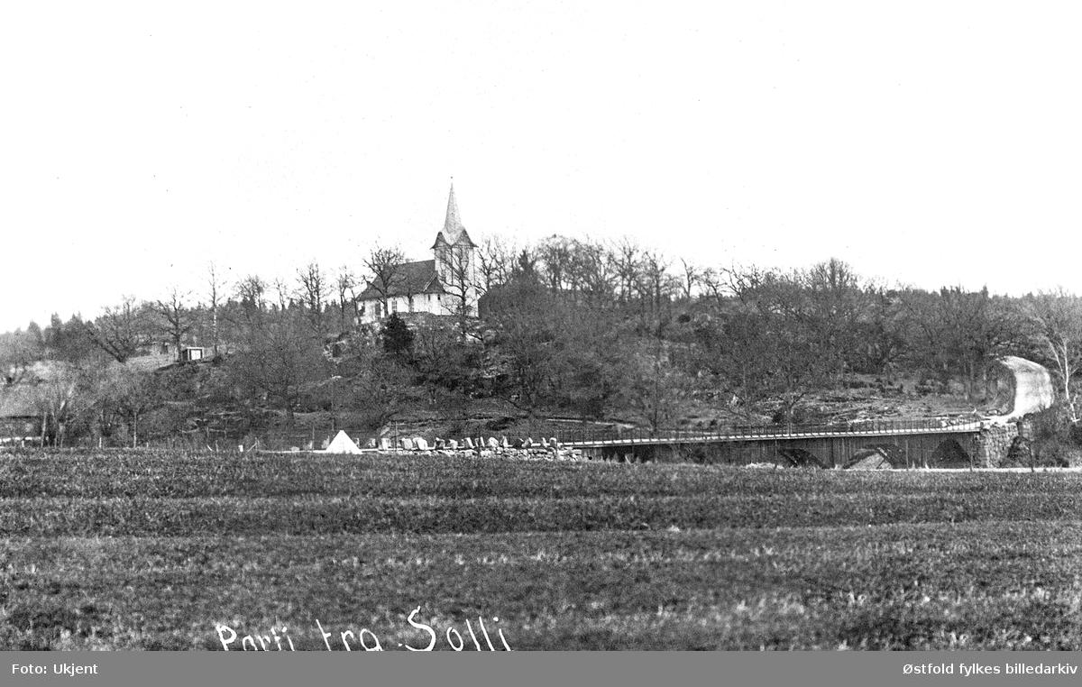 Parti fra Solli og Solli bru, i Tune ca. 1910-15. I bakgrunnen Sollli kapell. Brønnhus. Postkort.