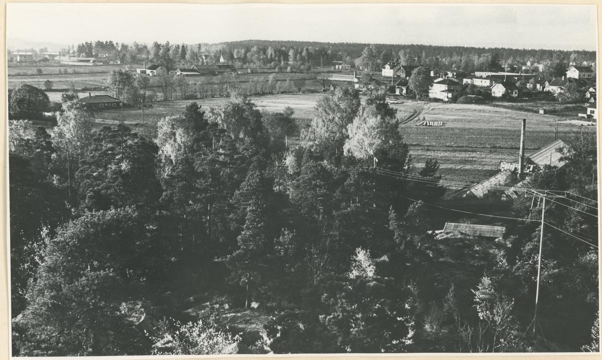 Fra Høyden-området. Originalbildet hadde en påtrykt nummerbetegnelse øverst i høyre hjørne; denne er retusjert bort i publisert bilde.