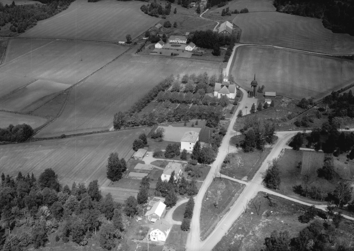 Flygfoto över Hakarp i Huskvarna, Jönköpings kommun.  1298 / 1966