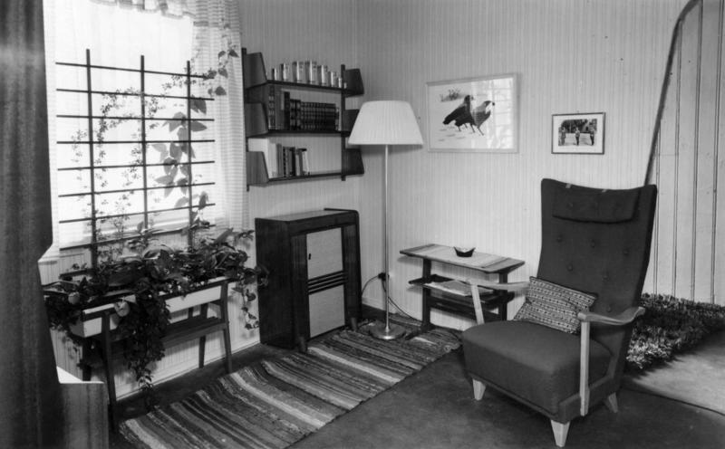 Interiør i utstillingens samtid 1950. (Foto/Photo)