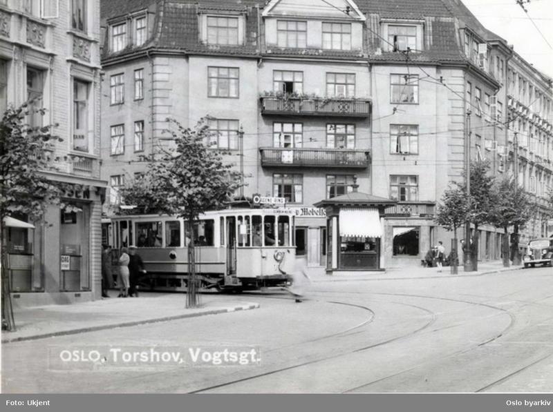 Kiosk av typen Tyrihans I krysset  Bentsebrugata - Vogts gate, 1937.