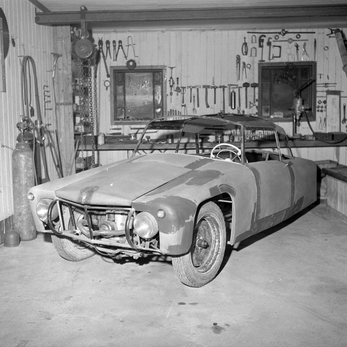 Johan E. Solberg lager bil på Byåsen