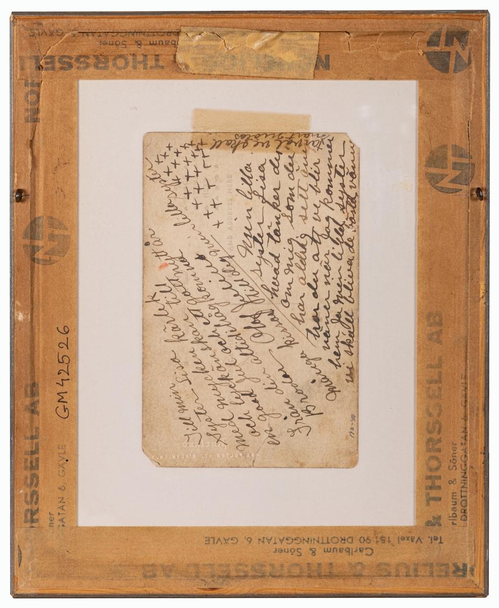 Inramat fotoporträtt föreställande Julius Axman som enligt uppgift gav sig ut på sjön som sjöman och kom till USA men återvände aldrig till Svergie. Hälsning till lillasyster på baksidan.