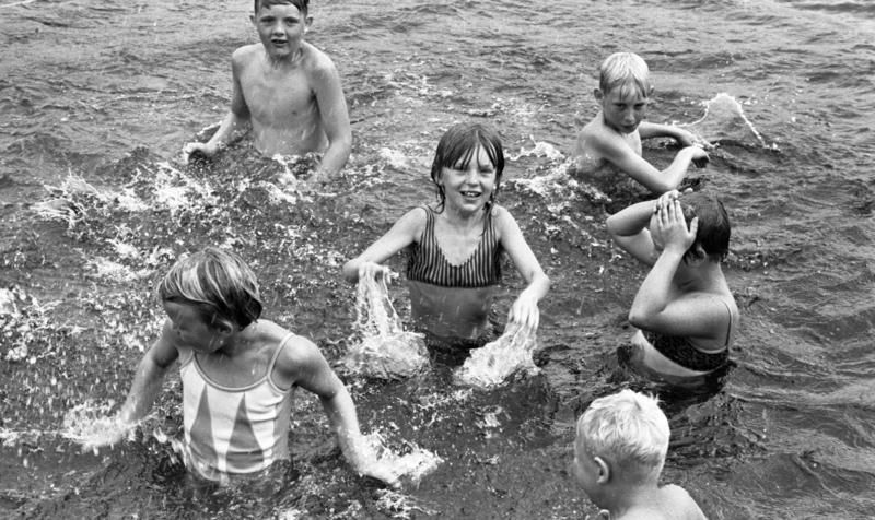 https://digitaltmuseum.se/021016192206/barnkoloni-30-juli-1966 (Foto/Photo)