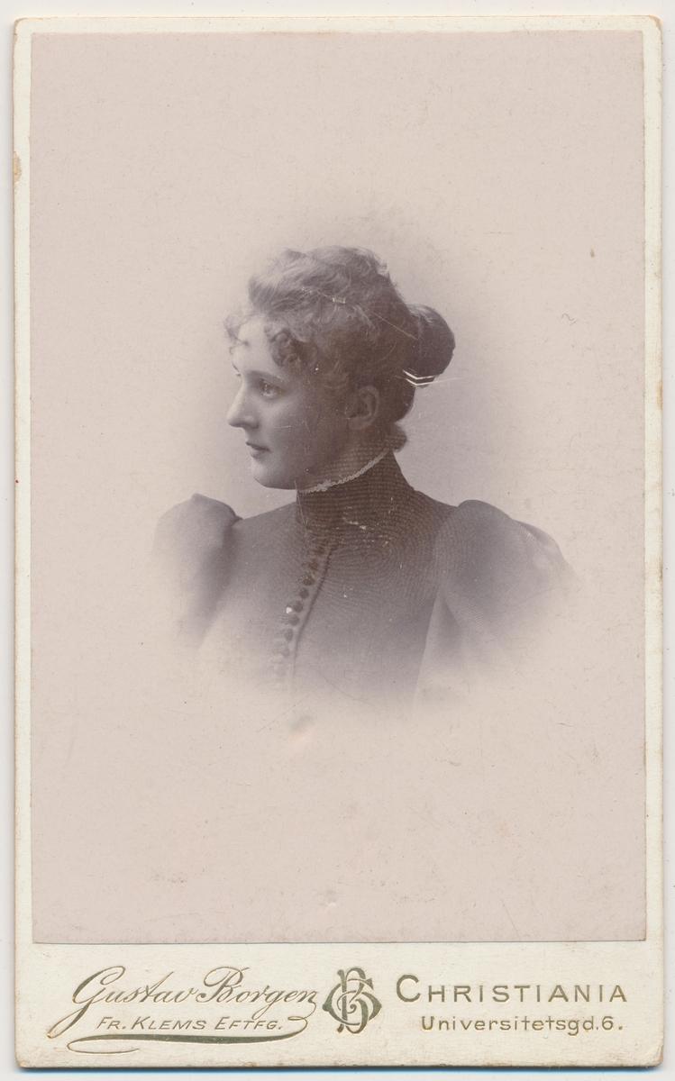 """Portrett av ung kvinne, ukjent men kan ha hatt kallenavn """"Hizze"""""""
