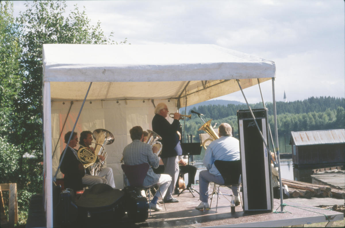 Harry Kvebæk spiller opp sammen med Lensesekstetten. Foto: Per Emil Berg (Foto/Photo)