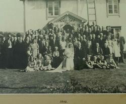 Bryllupsbilde På baksida. Brylupet i Enget Den 10/2 1948. Ti