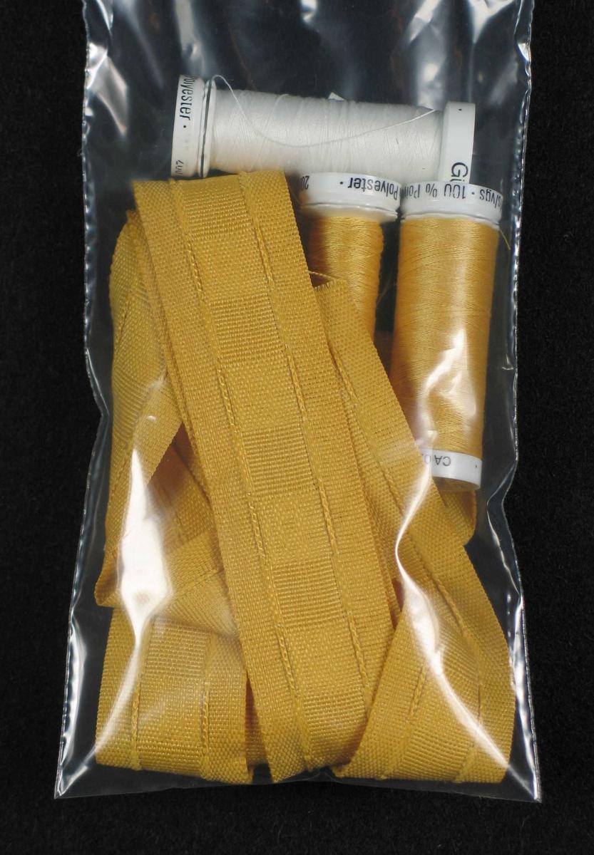 Gul og hvit tråd og gult rynkebånd.