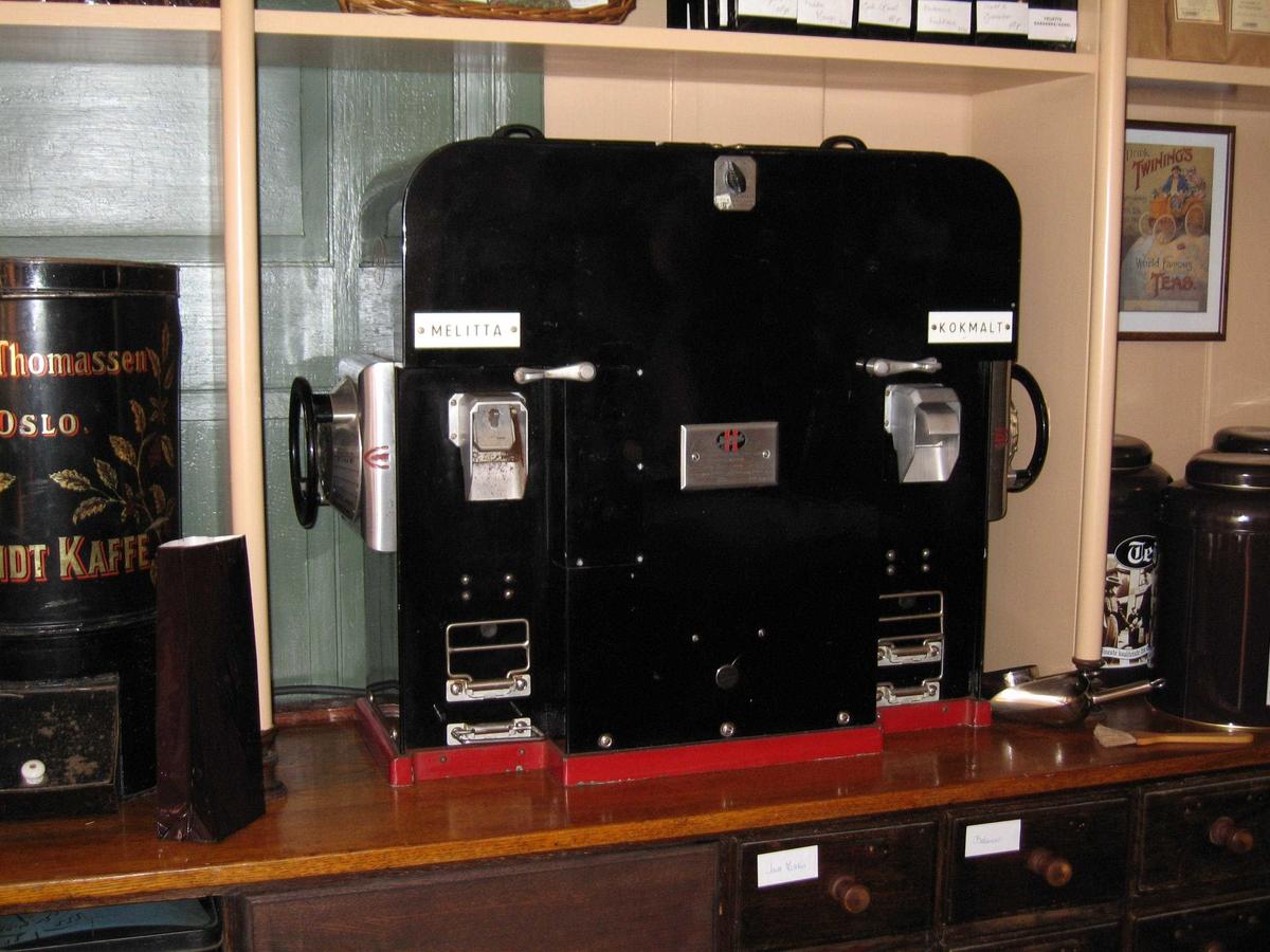 Sort elektrisk kaffekvern med to kverner.