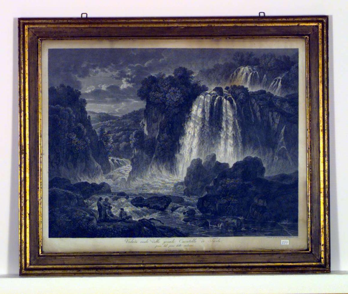 Italiensk landskap med fossefall. Ved elvebredden er tre menn og en kvinne samlet rundt en kurv med fisk. En mann har en fiskestang over skulderen.