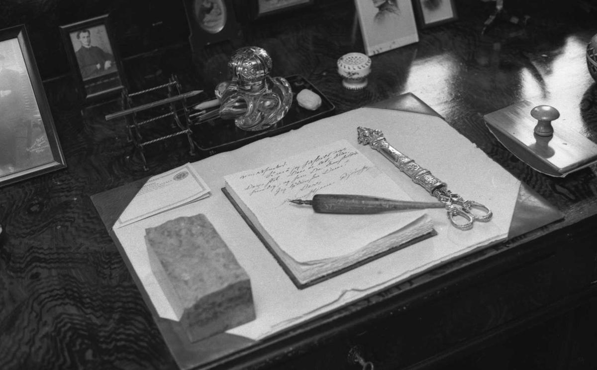 DOK:1971, skrivebord, arbeidsværelse,