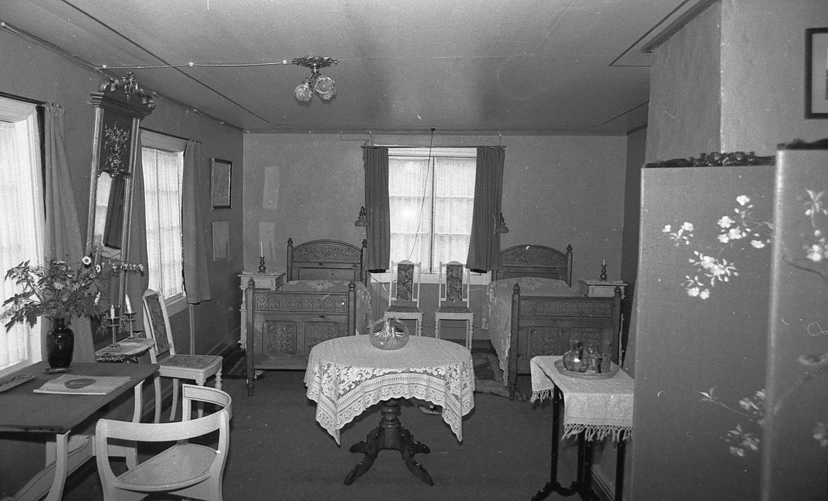 DOK:1972-1975, Aulestad, interiør, gjesteværelse, seng, bord, stol, skjerm,