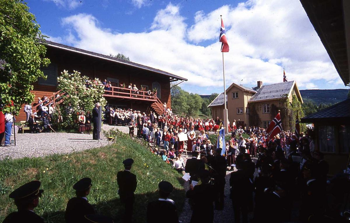 DOK:1990, 17. mai, vognskjul, korps, tog, flagg,