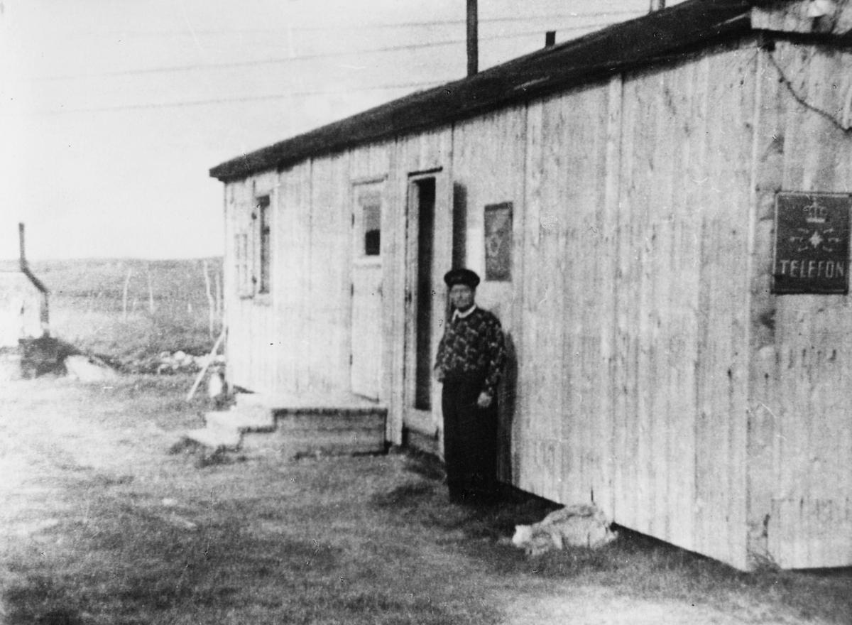 ekteriør, poståpneri, Kautokeino, rikstelefonstasjon, mann
