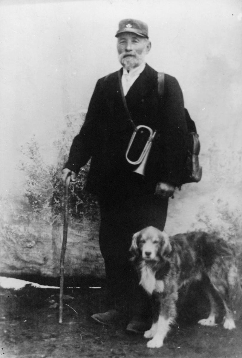 omdeling, landpostbud, mann, uniform før krigen, posthorn, hund, ruten Bleik - Andenes