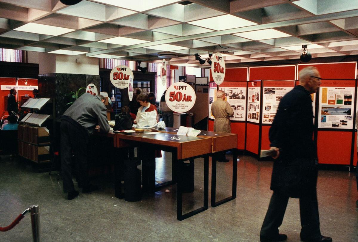 frimerkets dag, Oslo Rådhus, postens frimerketjeneste 50 år, mennesker
