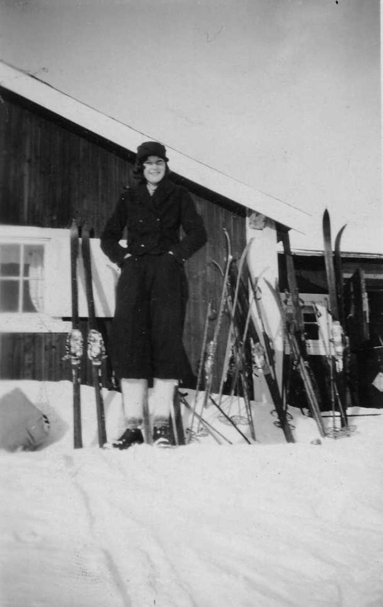 Kvinne, snø, ski