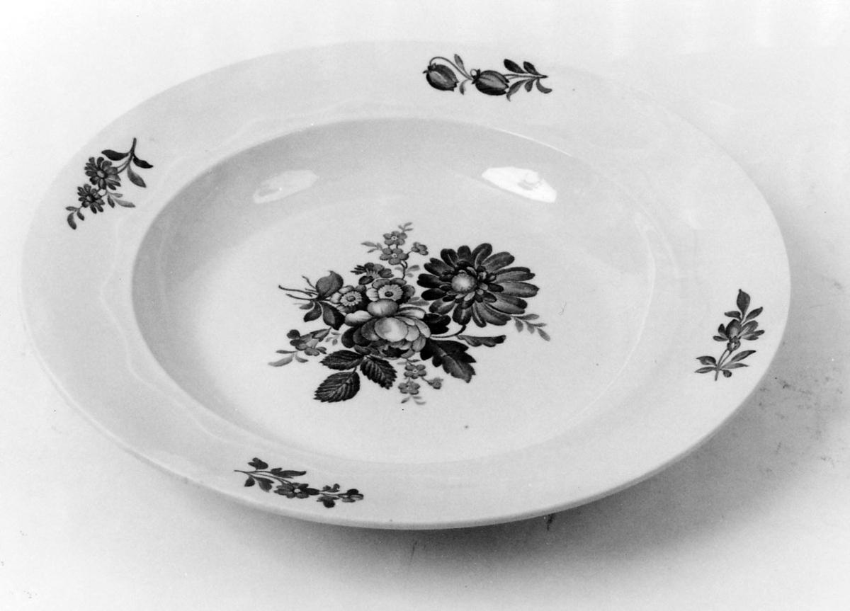 Større blomsterbukett i bunnen, 4 små på kanten, svakt plastisk, tvunnet bord.
