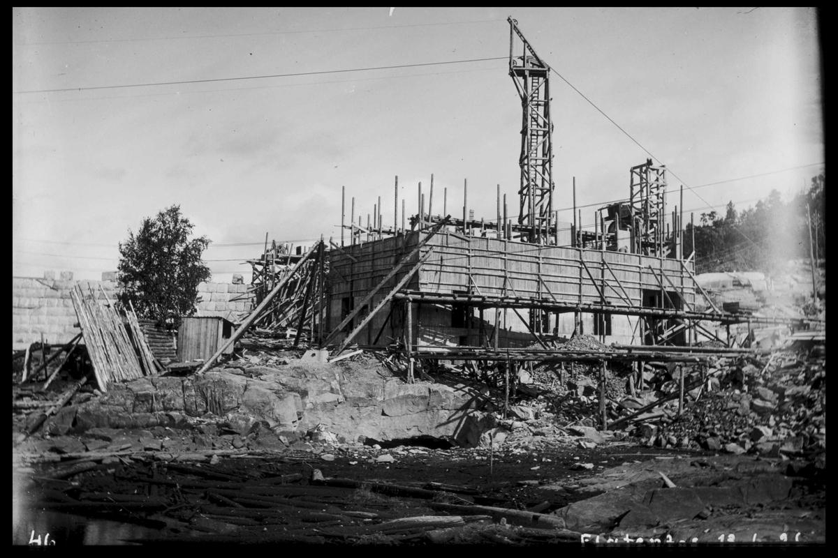 Arendal Fossekompani i begynnelsen av 1900-tallet CD merket 0468, Bilde: 31 Sted: Flaten Beskrivelse: Kraftstasjonen under bygging