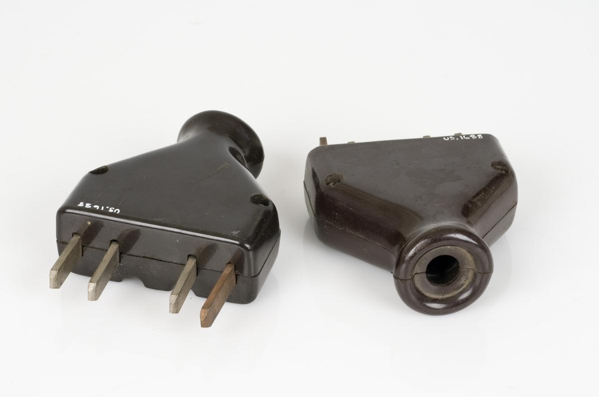 3-fase flatstift støpsler til maskiner. Støpslene er i plast og metall. Fargen på kontakten er mørk brun. 5 stk.