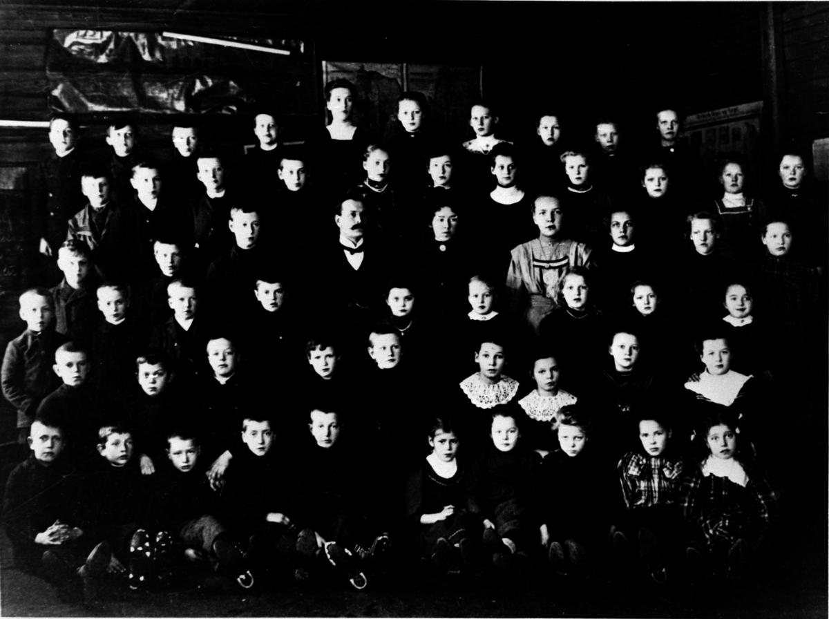 Skolebilde fra Hammer skole, tatt i 7.klasse rommet.