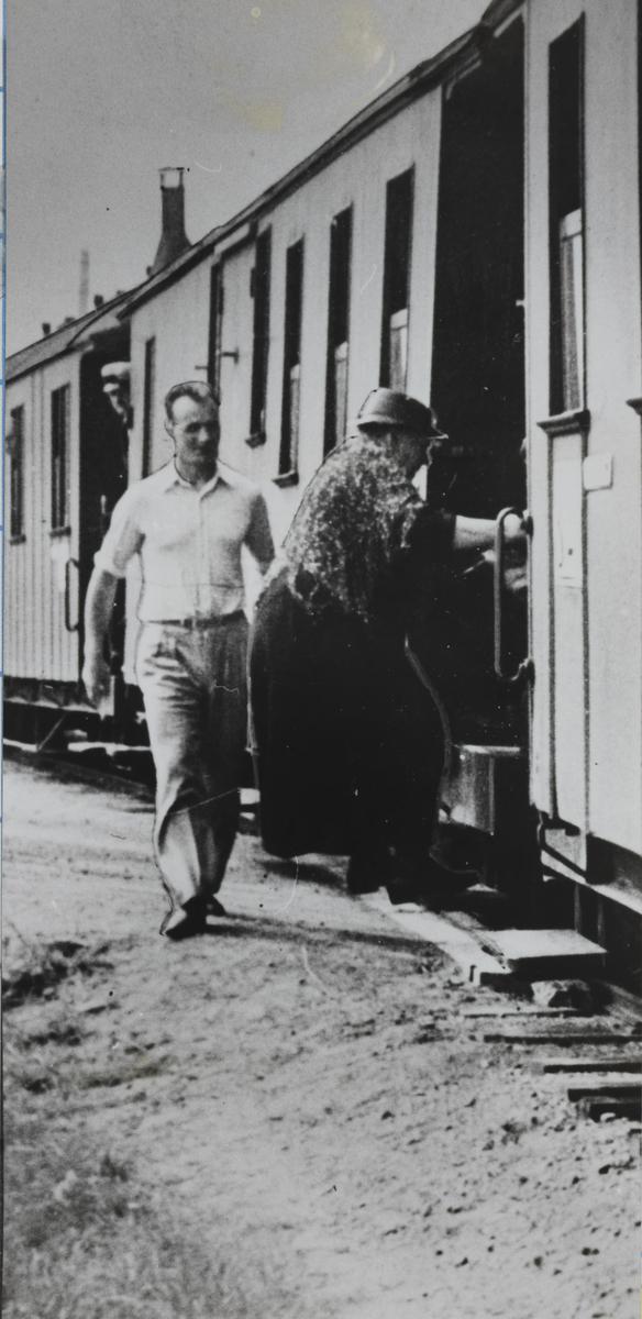 Fotomontasje. En dame og en mann er montert inn i bildet.