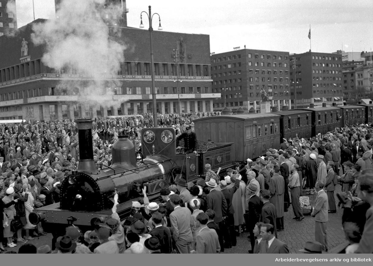 Fra feiringen av NSBs 100-års jubileum, Rådhusplassen, .september 1954