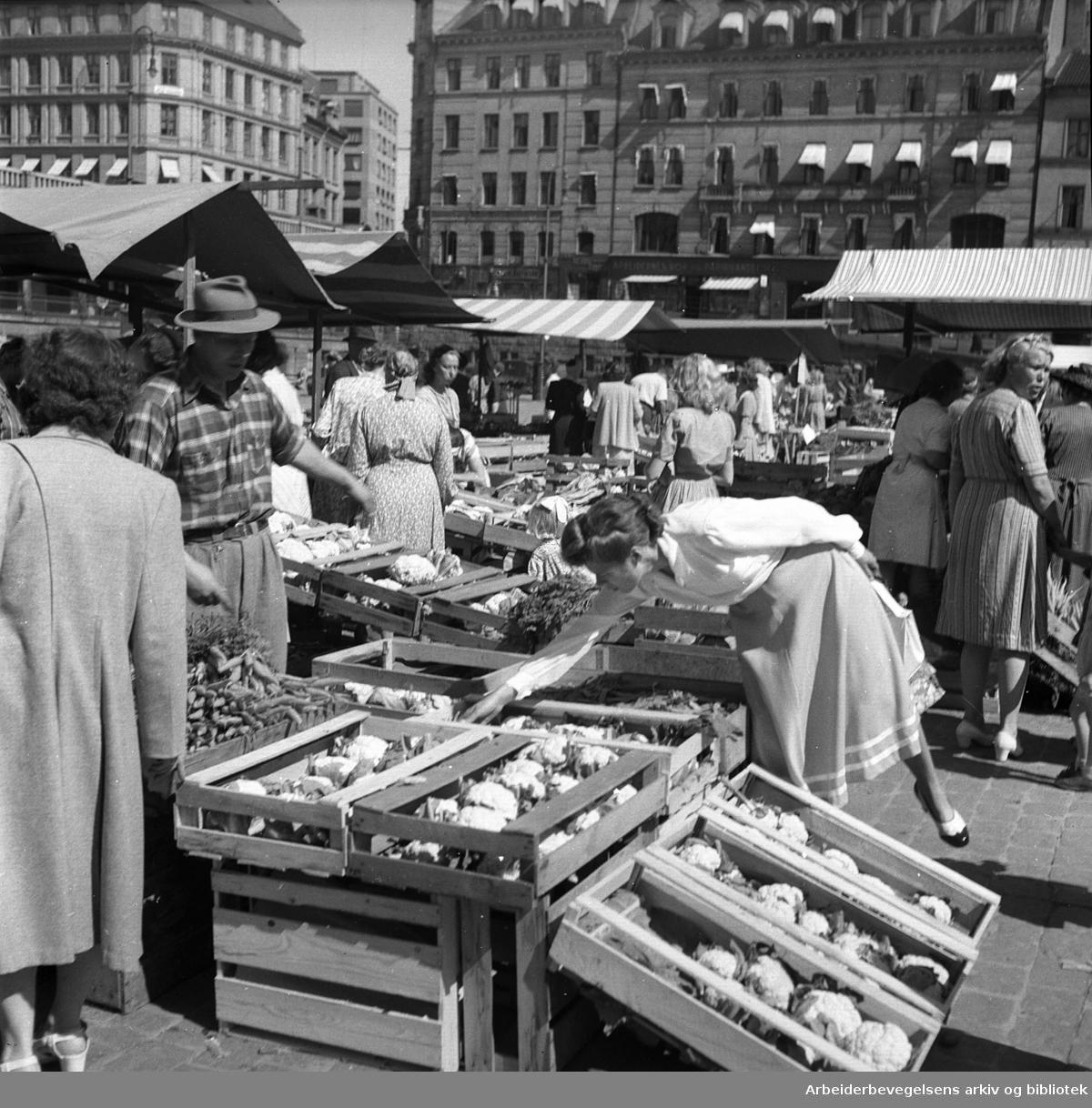 Torghandel på Youngstorget, juli 1949.