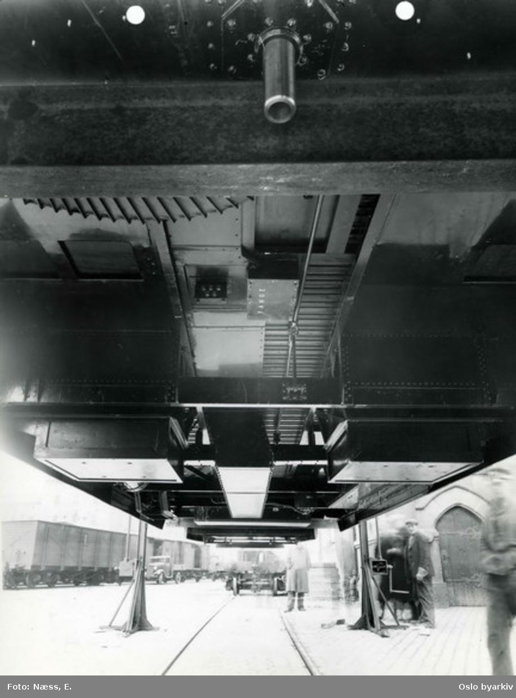 Arbeidsmiljø, jernbane og understell på en gullfisk-vogn/trikk.