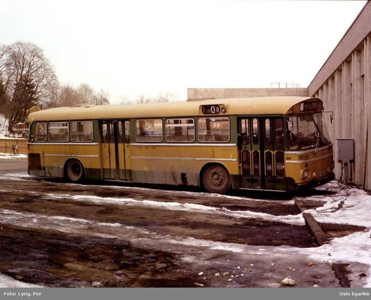 Busser, Ing. M.O. Schøyens Bilcentraler (SBC) A-15014 ved Skøyen SBC parkering.