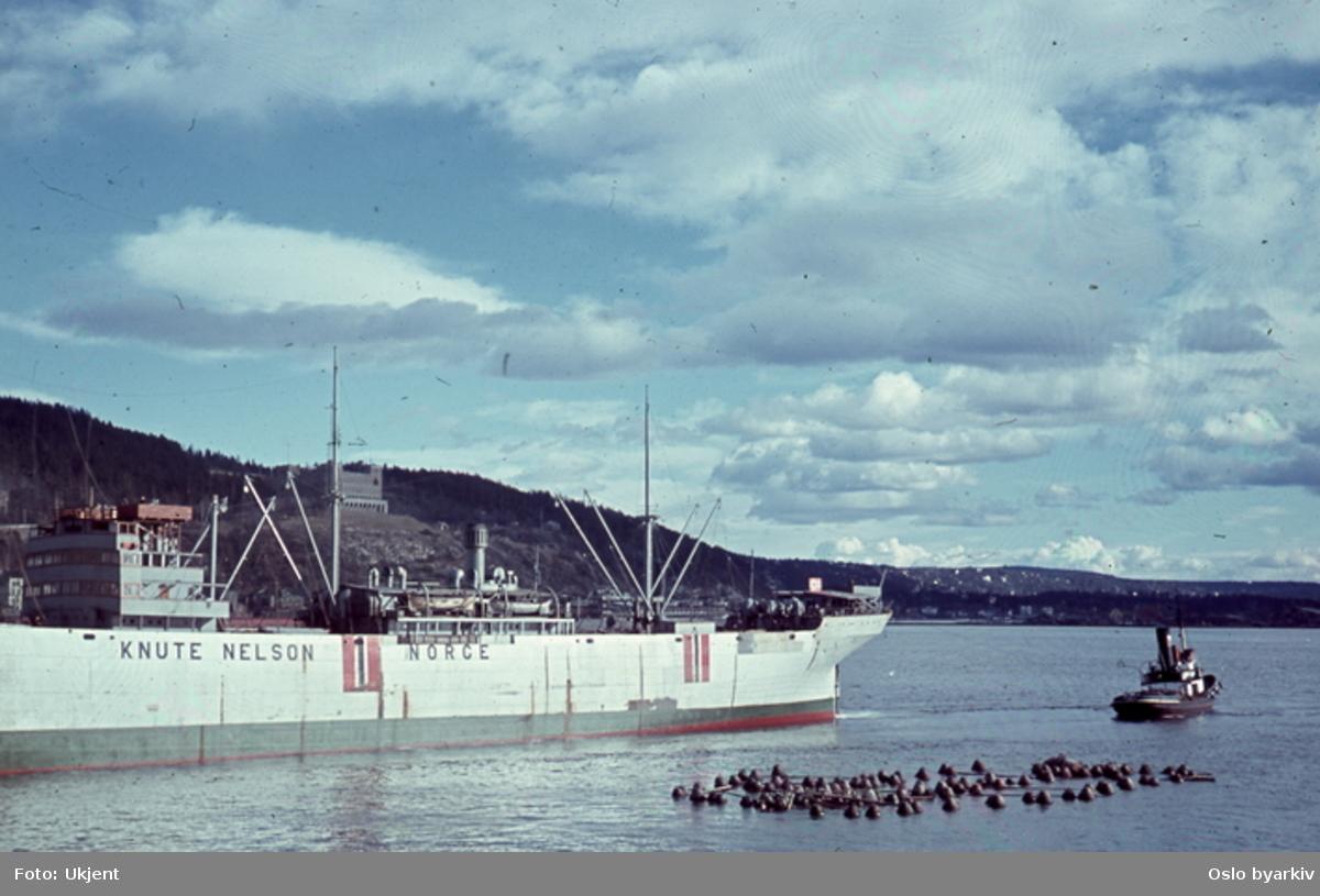 Båter ved kai og på havna. Knute Nelson Norge. Sannsynligvis fotografert av tysk soldat under krigen.