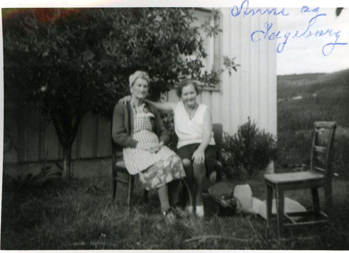 Frå v.Anne Blakkestad og Ingeborg Bjørnebråten