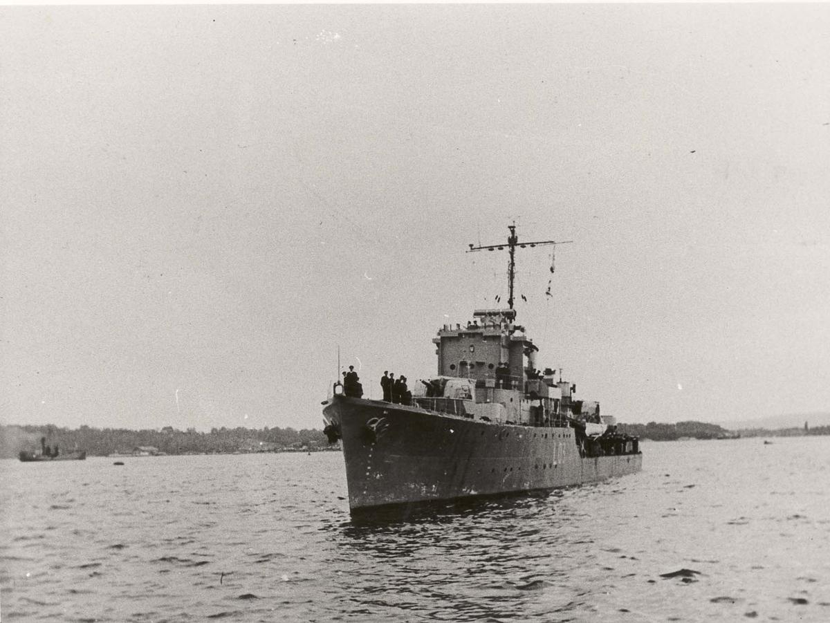 Motiv: 15. september 1945: Jageren ARENDAL ankommer Oslo