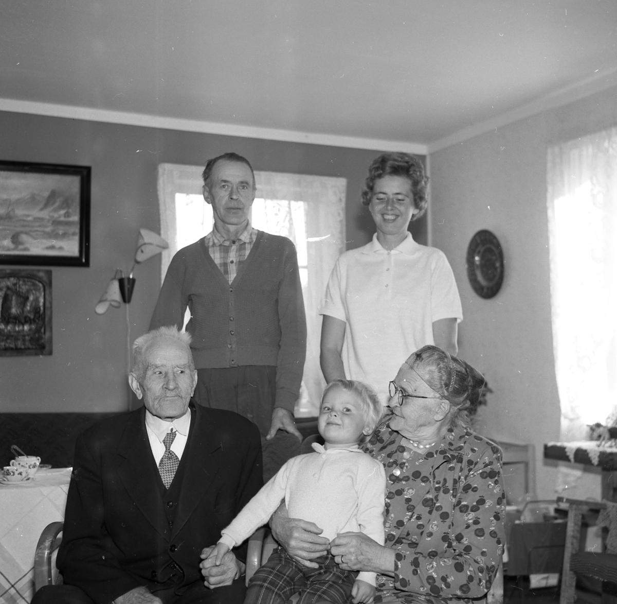Marthe og Albert Berg med andre