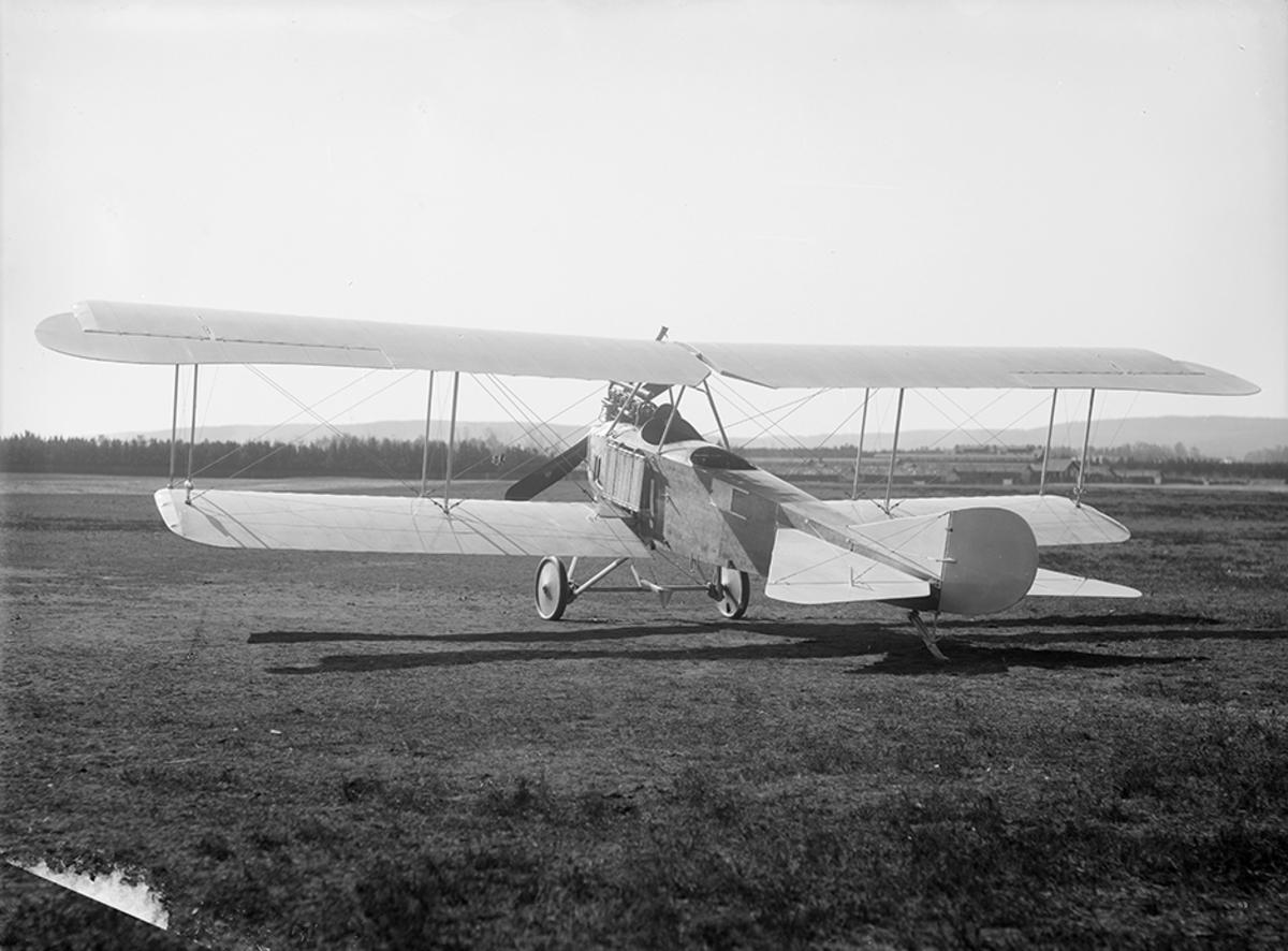 Flygplan Thulin C  / SW 12 uppställt i Ljungbyhed.