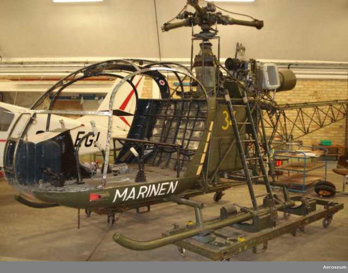 Gul 34 MARINEN.  Har varit på J18=Småland Jagaren. SE-3130. Alouette II Vikt 895 kg,170km/h.