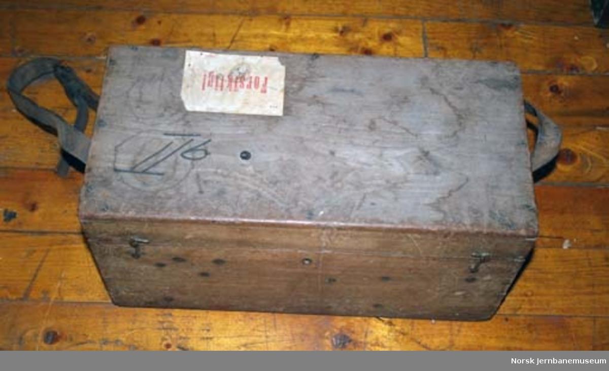 Teodolitt (tacheymeter) : med bæremeis : kasse med teodolitt