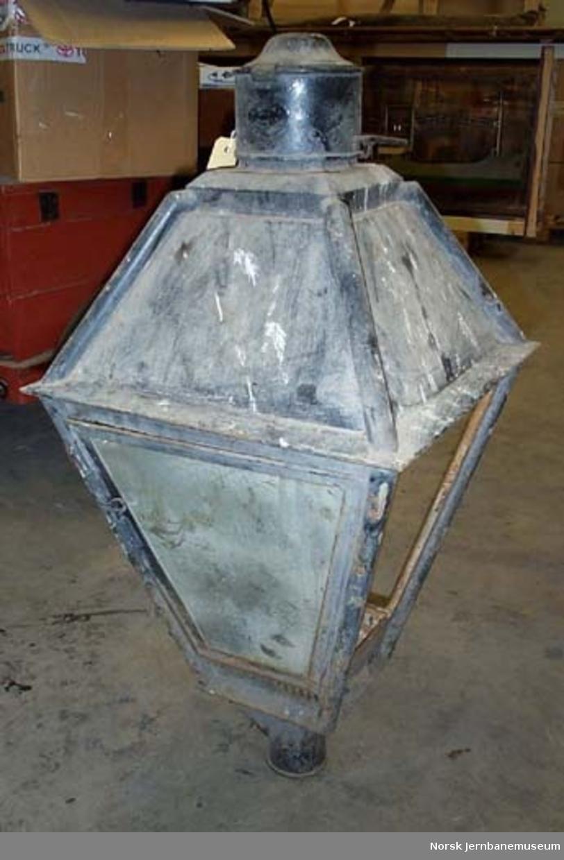 Plattformlampe for parafin, med håndtak