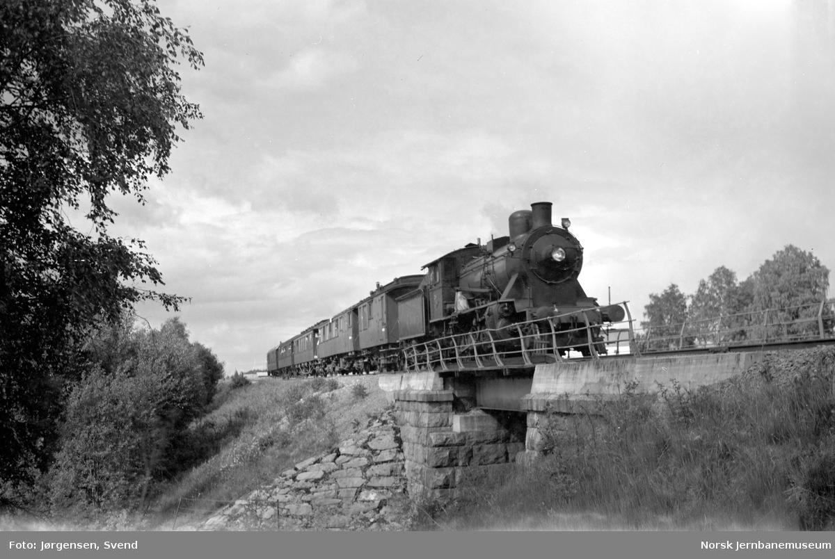 NSB damplok type 24b nr. 236 med NJK-tog på Solørbanen