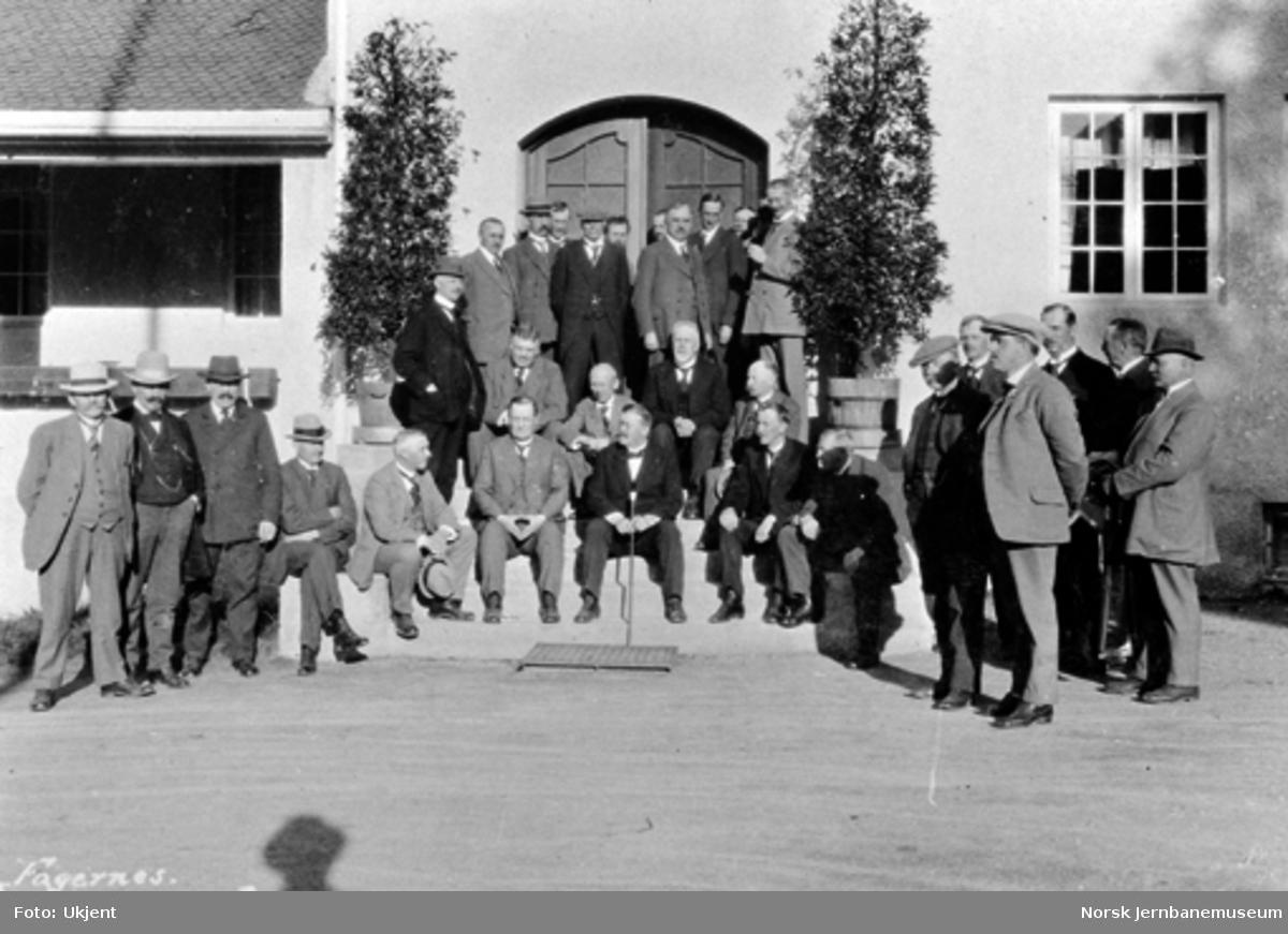 Stortingets jernbanekomité, jernbanens hovedstyre, tre fylkesmenn, ordførere m.fl. på Fagernes