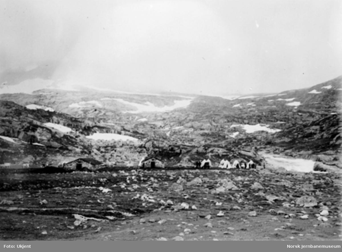 Bergensbanens anlegg; teltleir for stikkingspersonale ved Hallingskeid