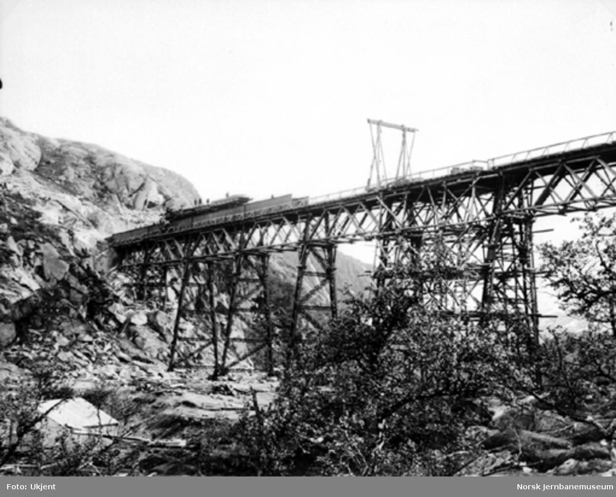 Byggingen av Norddalsbrua