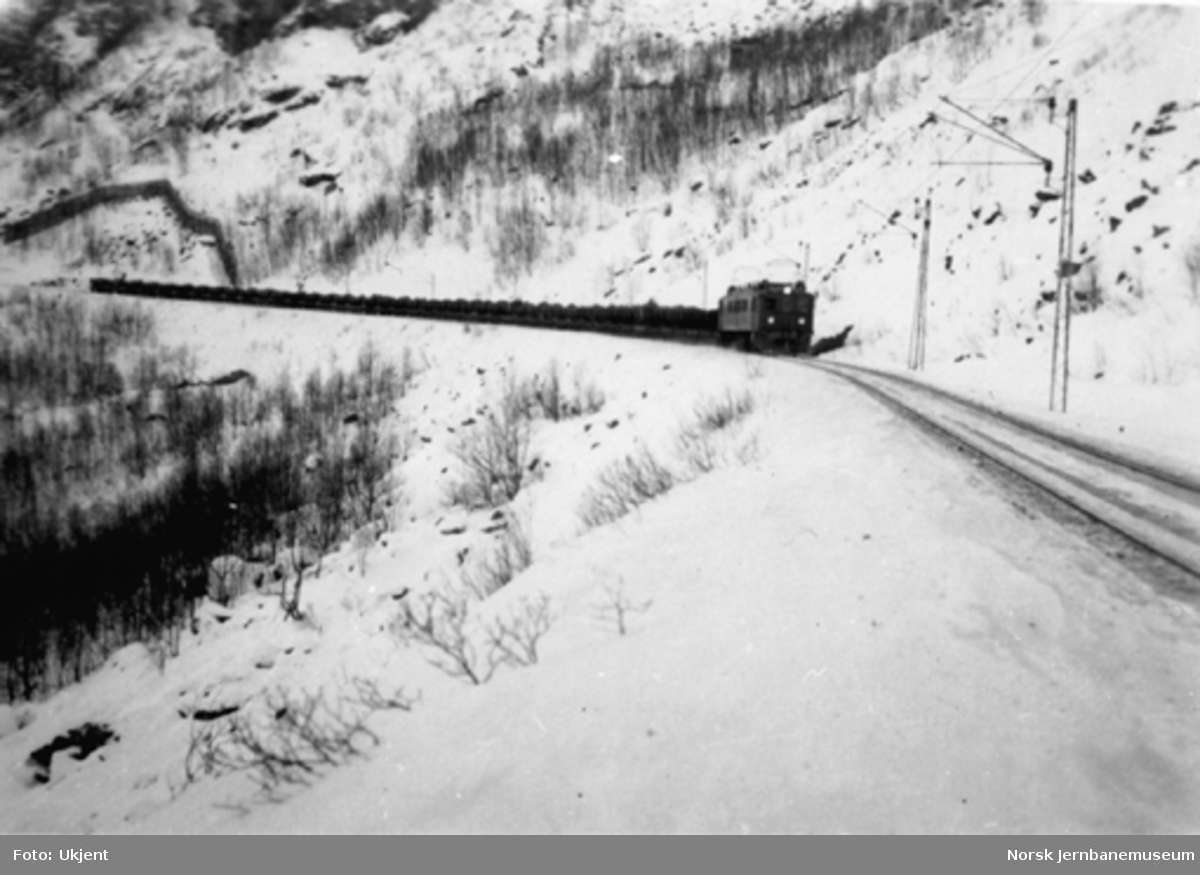 Malmtog mellom Norddalsbrua og Katterat
