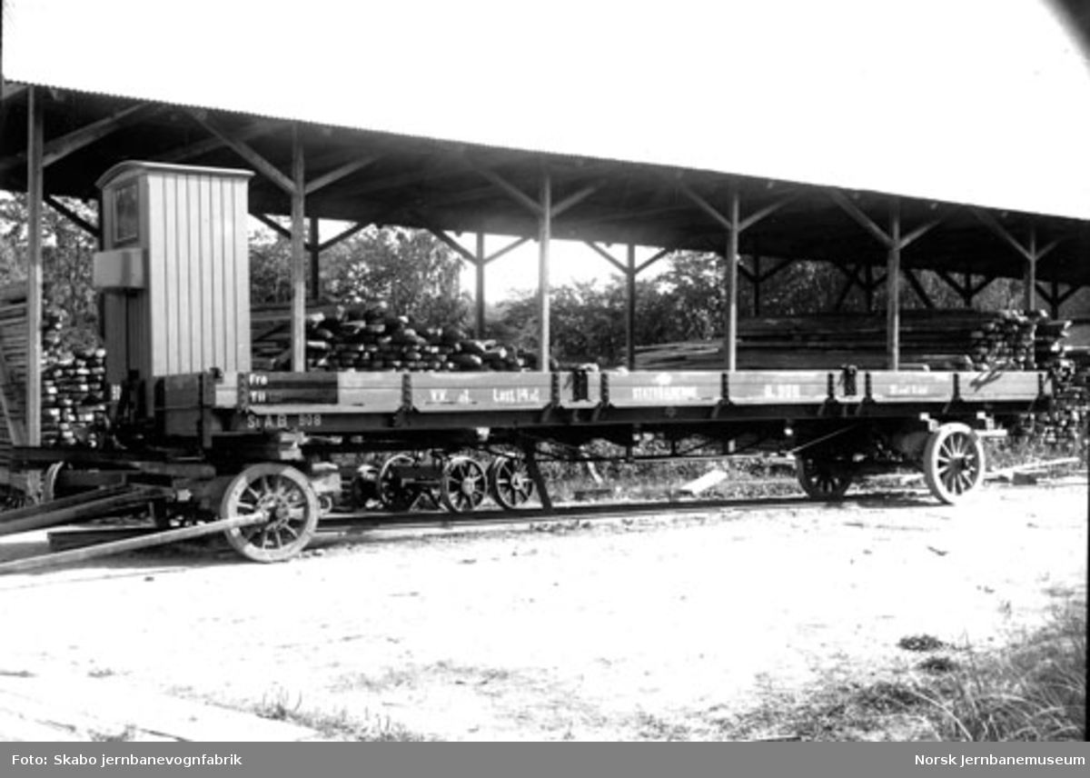 Rørosbanens vogn litra Pfo (Qn) nr. 908 på Skabo Jernbanevognfabrik